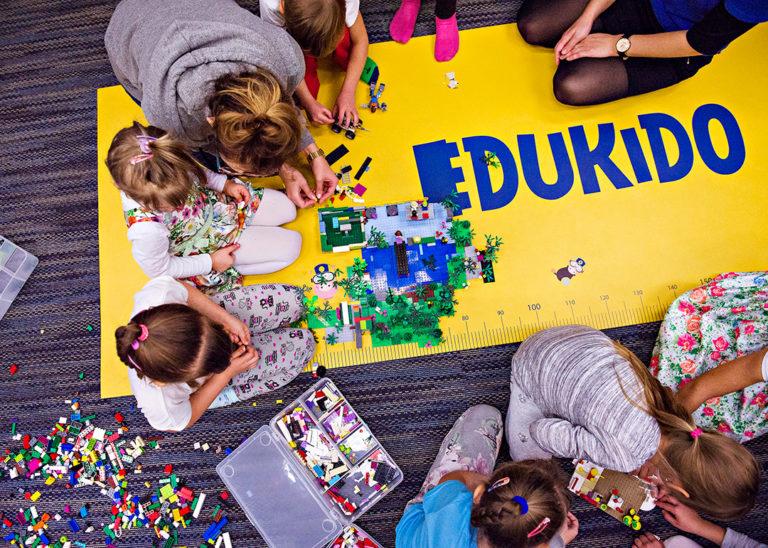 Przyjęcia urodzinowe z udziałem klocków LEGO®